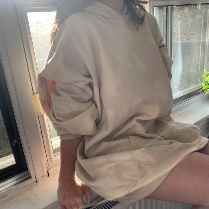 Beige Reverse Tie Dye Hoodie Outfit